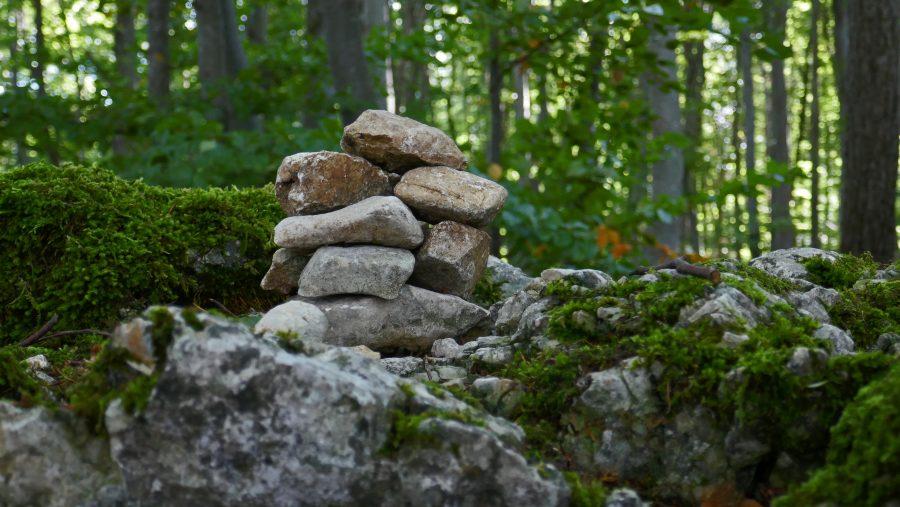Steine am Wegesrand